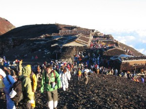 1024px-Mt_Fuji_Summit