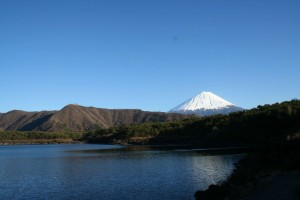 1280px-Lake_Sai_from_west_end_with_Mount_Fuji