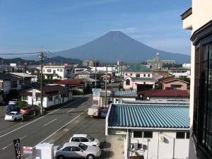 Fujiyoshida_city_looking_south_640